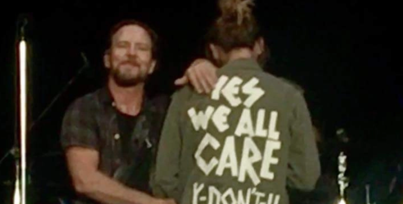 "Eddie Vedder's wife wears ""Yes We All Care. Y Don't U?"" jacket at Pearl Jam concert"