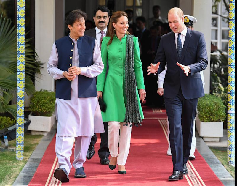 ISLAMABAD, PAKISTAN - OCTOBER 15: Prince William, Duke of Cambridge and Catherine, Duchess of Cambridge meet with the Prime Minister of Pakistan, Imran Khan at his official residence on October 15, 2019 in Islamabad, Pakistan. (Photo by Andrew Pool/Samir Hussein/WireImage)