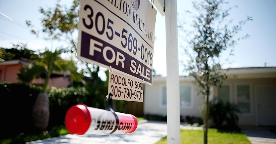 Home loan borrowers moved to the sidelines amid a sharp rise in interest rates last week.