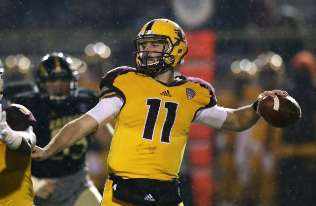 "Central Michigan quarterback <a class=""link rapid-noclick-resp"" href=""/ncaaf/players/227396/"" data-ylk=""slk:Shane Morris"">Shane Morris</a> throws during the first half of an NCAA college football game against Western Michigan, Wednesday, Nov. 1, 2017, in Kalamazoo, Mich. (AP Photo/Carlos Osorio)"