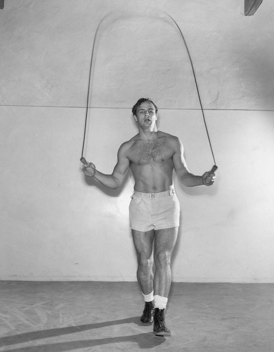 <p>Marlon Brando shows of his coordination while skipping rope at the gym, circa 1955. </p>