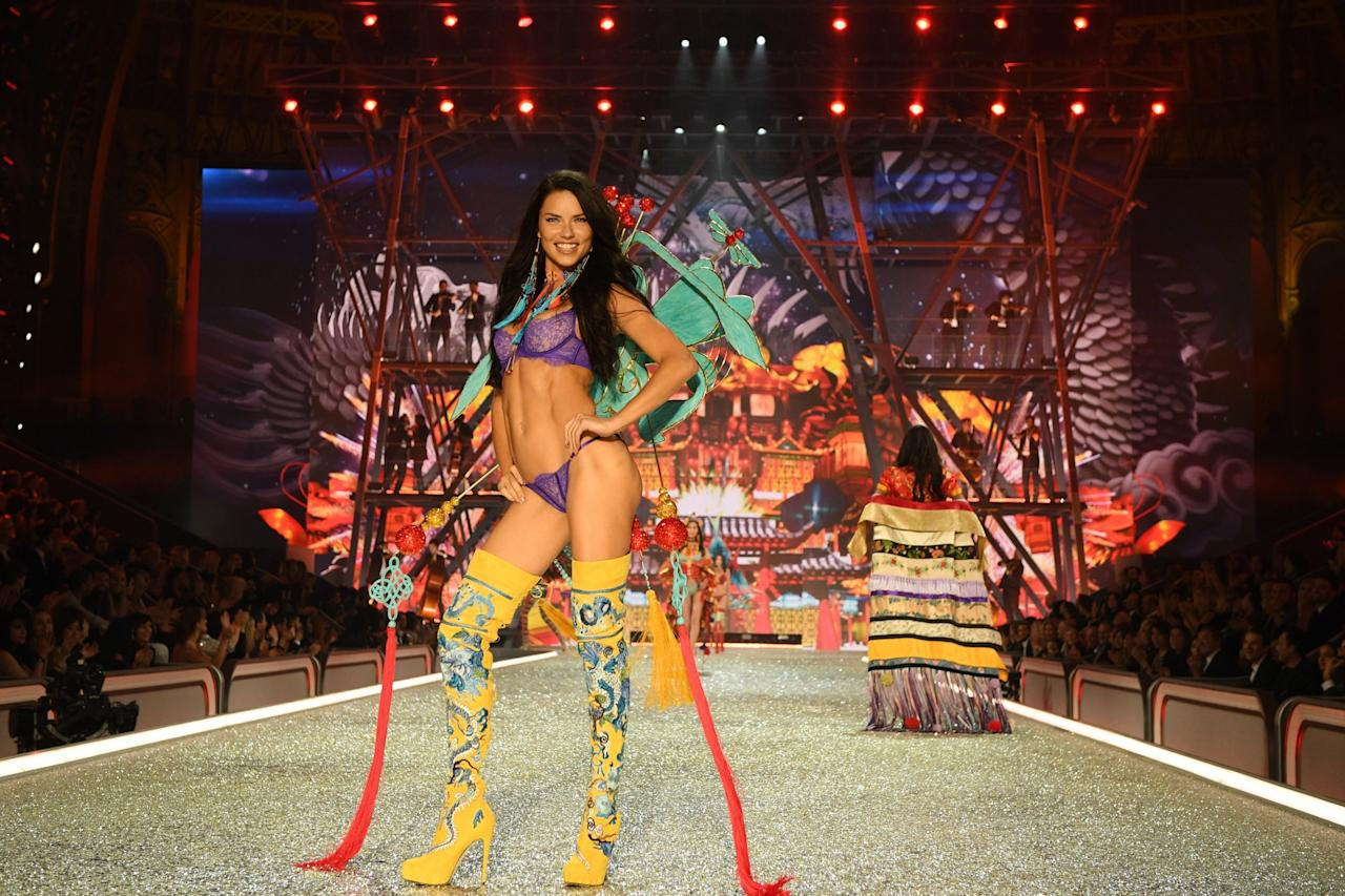 <p>Adriana Lima has been walking the Victoria's Secret runway for more than a decade so you know she's got her posing down pat. <em>(Photo: Getty Images)</em> </p>