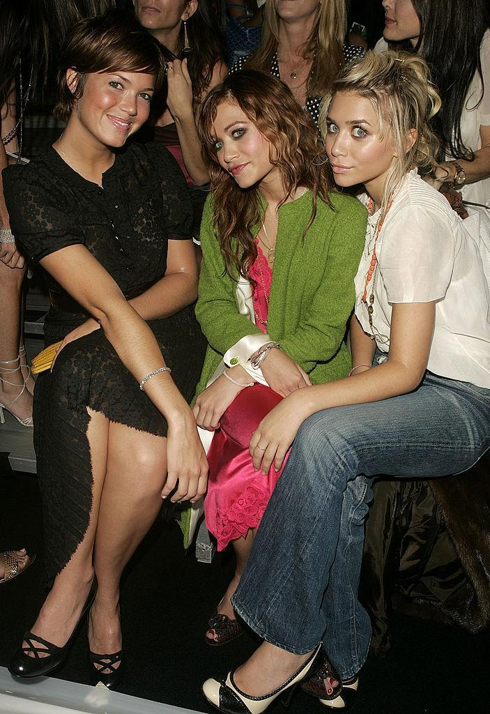 <p>Mandy Moore hanging out with the Olsen twins. <i>(Peter Kramer/Getty Images)</i></p>