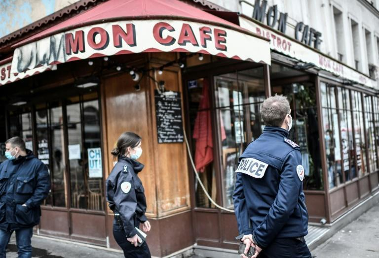 Police in Paris are cracking down on cafe and restaurant owners flouting Covid rules