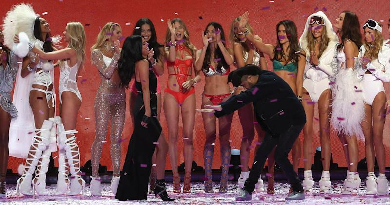 The Weeknd worships Selena Gomez at 2015's Victoria's Secret Fashion Show (Copyright: Getty/Kevin Kane)