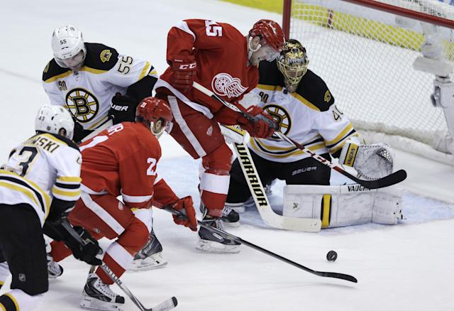 Boston Bruins goalie Tuukka Rask (40) prepares to stop the shot by Detroit Red Wings left wing Tomas Tatar (21) during the second period of Game 4 of a first-round NHL hockey playoff series in Detroit, Thursday, April 24, 2014. (AP Photo/Carlos Osorio)