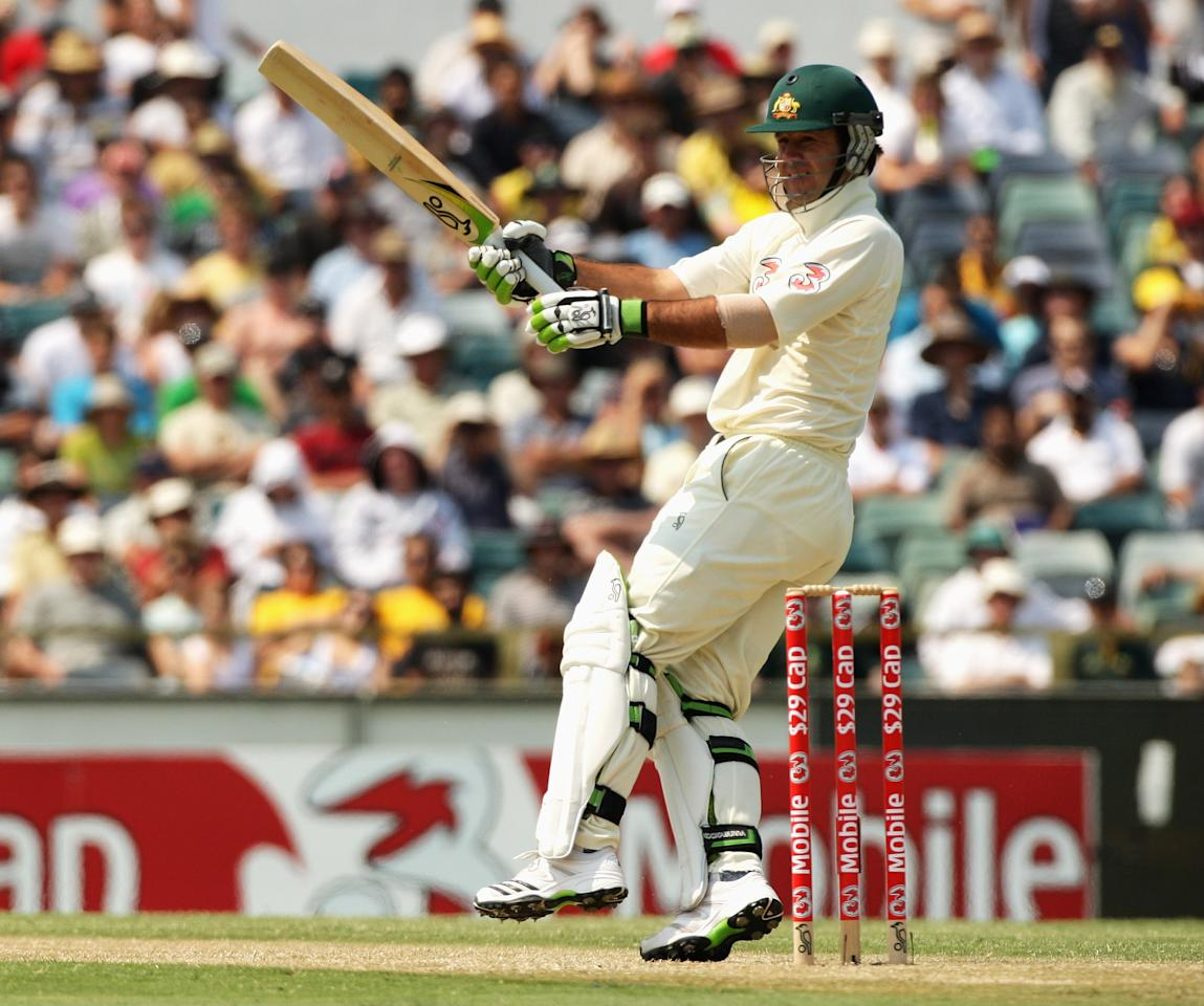 PERTH, AUSTRALIA - DECEMBER 16:  Ricky Ponting of Australia drops his top hand from the bat as he plays a hook shot during day one of the Third Test match between Australian and the West Indies at WACA on December 16, 2009 in Perth, Australia.  (Photo by Mark Dadswell/Getty Images)