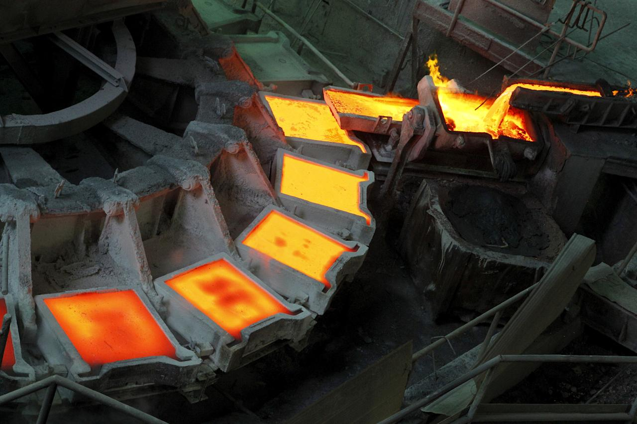 FILE PHOTO: The cathode manufacturing process is pictured inside a plant at the copper smelter of Codelco Ventanas in Ventanas city, Chile.  January 7, 2015. REUTERS/Rodrigo Garrido/File Photo                    GLOBAL BUSINESS WEEK AHEAD - SEARCH GLOBAL BUSINESS 27 MAR FOR ALL IMAGES