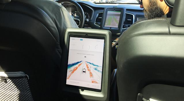 Apassenger's viewfrom an Uber self-driving car in Pittsburgh. Most of Uber's job openings in the city have beenforengineers and other high-skilled positions as opposed to drivers. (Alexander C. Kaufman/HuffPost)
