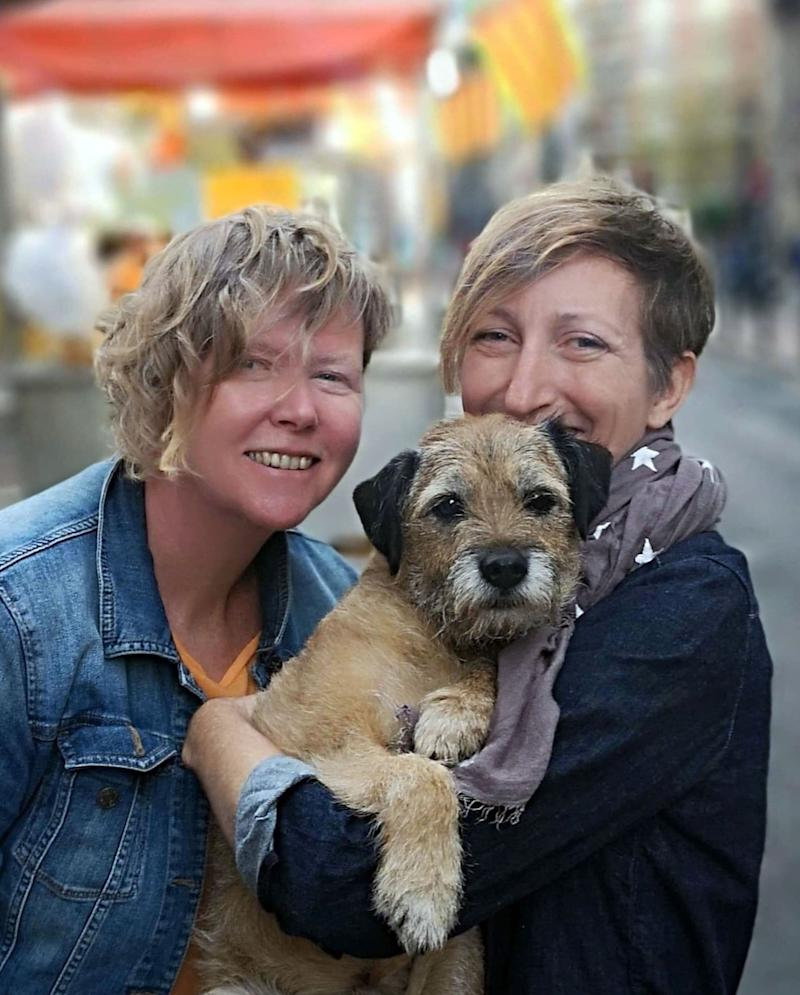 Pete the border terrier in Valencia, Spain with Jo Partington and Natasha Cooper. (Photo: Caters News)
