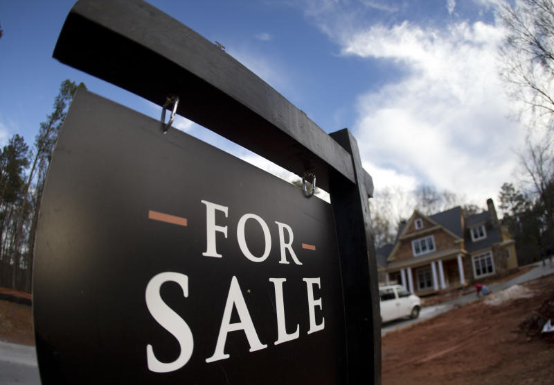 US long-term mortgage rates decline to 3.9 percent