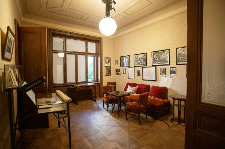 Only the waiting room, which could already be visited previously, still has its original furniture