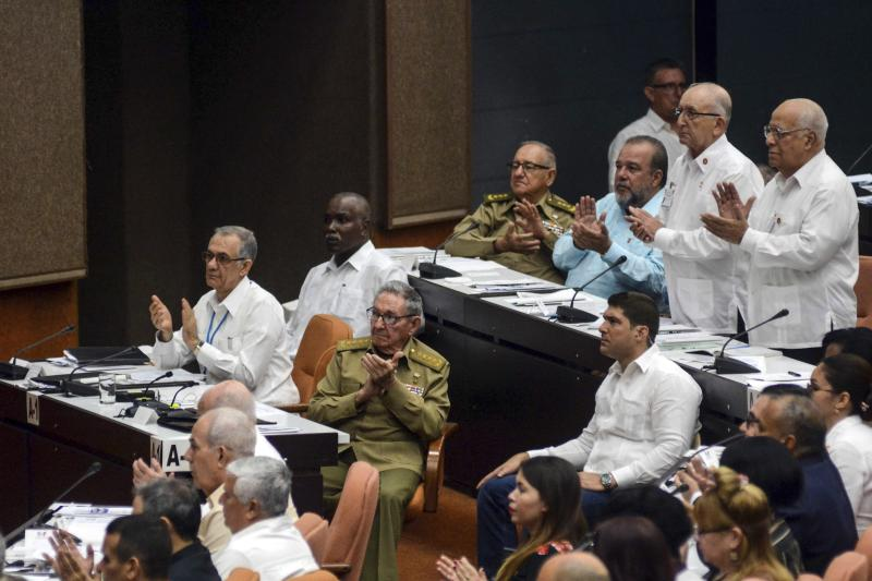 Cuba's former President Raul Castro, center, applauds during a National Assembly in Havana, Cuba, Saturday, July 21, 2018. Cuban lawmakers approved the Cabinet named by new President Miguel Diaz-Canel, keeping most of the ministers from Raul Castro's government in place. (Abel Padron/Agencia Cubana de Noticias via AP)