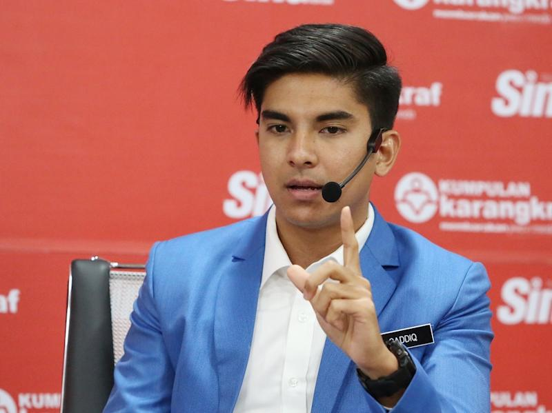 Syed Saddiq Syed Abdul Rahman gives a talk at Karangkraf in Shah Alam December 7, 2018. — Picture by Choo Choo May