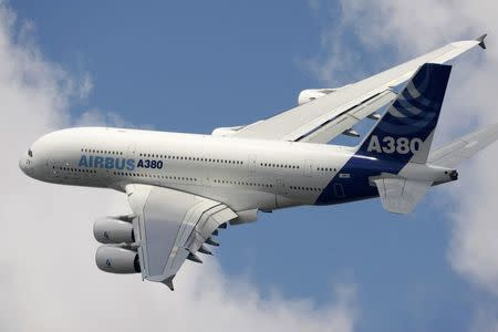 FILE PHOTO - An Airbus A380 takes part in a flying display during the 48th Paris Air Show at the Le Bourget airport near Paris, June 16, 2009. REUTERS/Pascal Rossignol/File photo