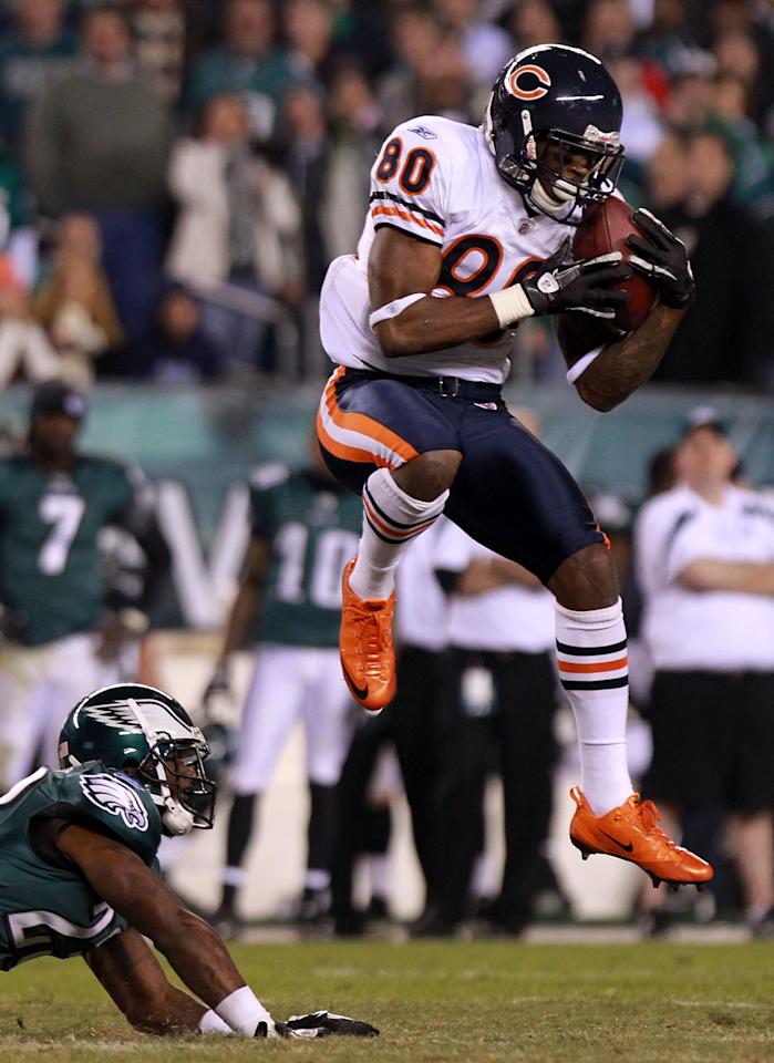 PHILADELPHIA, PA - NOVEMBER 07:  Earl Bennett #80 of the Chicago Bears catches a pass against  Dominique Rodgers-Cromartie #23 of the Philadelphia Eagles during the fourth quarter of the game at Lincoln Financial Field on November 7, 2011 in Philadelphia, Pennsylvania.  (Photo by Nick Laham/Getty Images)