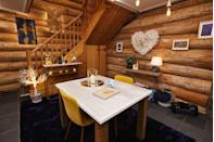 <p>A cosy dining area to enjoy intimate candelit meals.</p>
