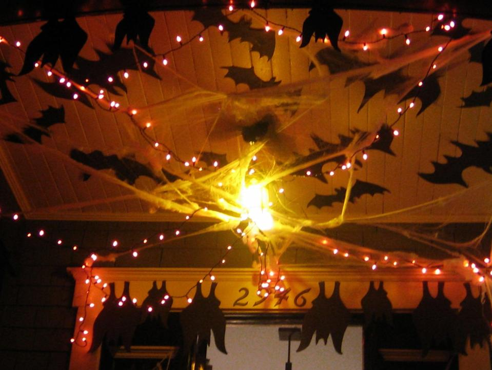 <p><span>Halloween</span> celebrations began in Canada in the 1800s when Irish and Scottish immigrants settled in the Great White North. From parties and trick-or-treating to carving jack-o'-lanterns and decorating homes with pumpkins and cornstalks, Canada's <span>Halloween</span> is quite similar to the one celebrated in the United States.</p>
