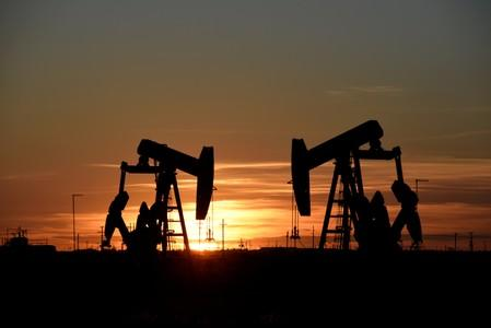 Oil futures extend gains on larger-than-expected U.S. crude draw