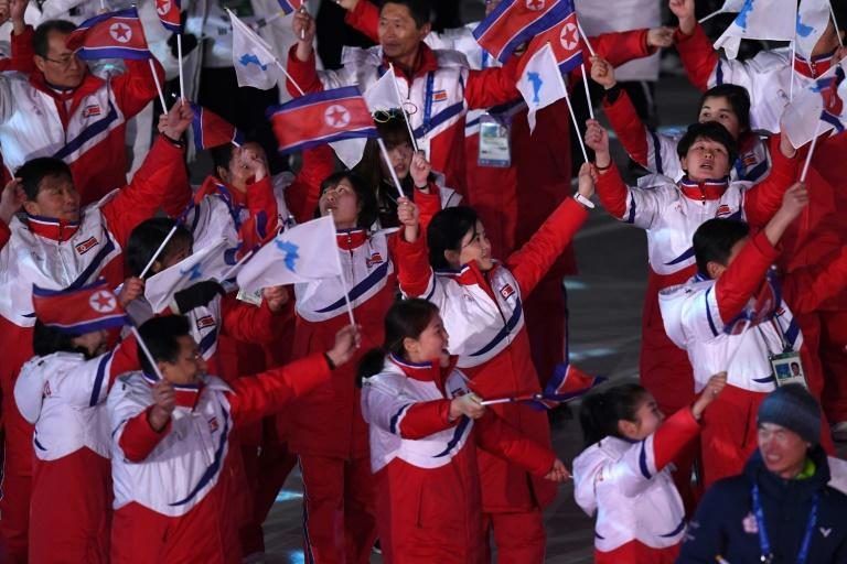 The North Korean delegation waved North Korean and Unified Korea flags at the closing ceremony