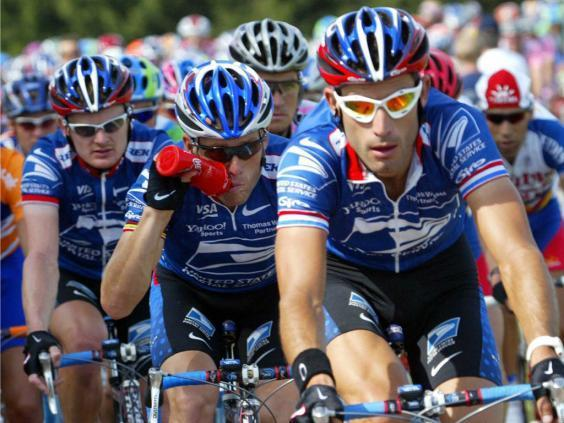 Lance Armstrong (centre) and Floyd Landis (left) during the 2002 Tour (Getty)