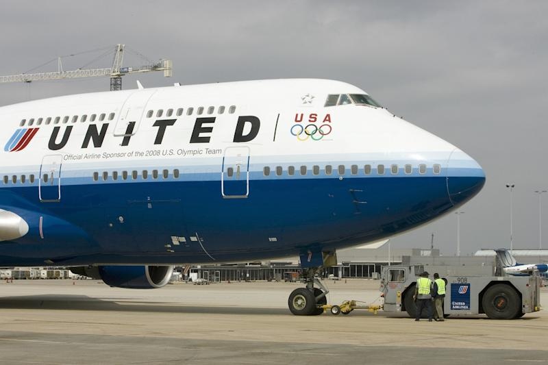 United apologizes for