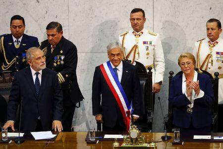 Chile's newly sworn in President Sebastian Pinera stands next to President of the Senate Carlos Montes and former president Michelle Bachelet at the Congress in Valparaiso, Chile March 11, 2018. REUTERS/ Ivan Alvarado