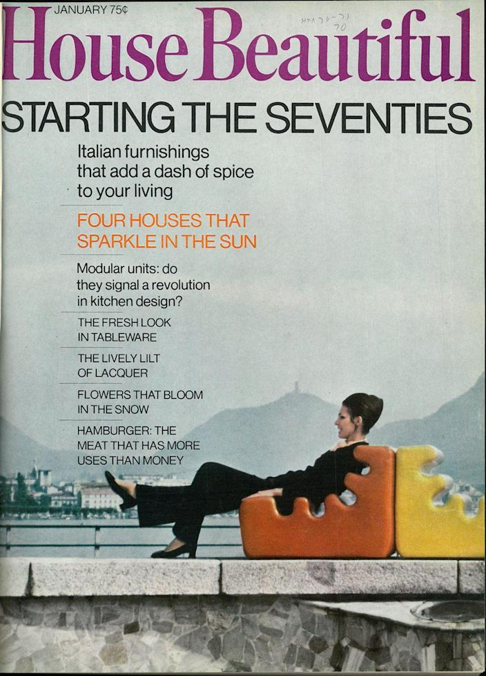 <p>Welcome to the 70s! The hairdo, color scheme, and mod furniture give an immediate sense of the era. </p>