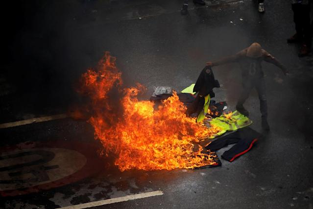 <p>Demonstrators burn police uniforms as clashes broke out with security forces while the Constituent Assembly election was being carried out in Caracas, Venezuela, July 30, 2017. (Carlos Garcia Rawlins/Reuters) </p>