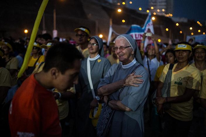 """A Peruvian nun takes part in the anti-abortion """"March for Life"""" protest organised by the Catholic Church in Lima on March 21, 2015 (AFP Photo/Sebastian Castaneda)"""
