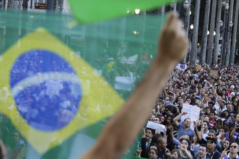 Protests get support from Brazilian soccer players
