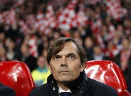Football Soccer - PSV Eindhoven v CSKA Moscow - Champions League Group Stage - Group B - Philips Stadion, Eindhoven, Netherlands - 08/12/15 - PSV Eindhoven coach Phillip Cocu. REUTERS/Francois Lenoir