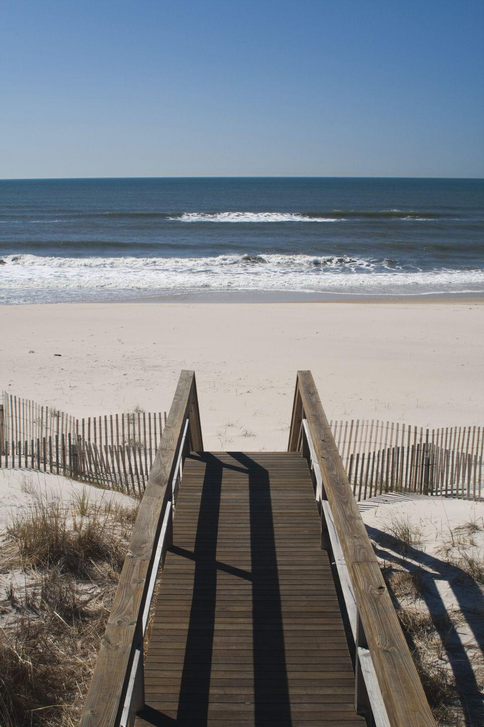 <p><strong>Population: </strong>11</p><p><br><br><br>This beach town is just north of the Hamptons. <br></p>