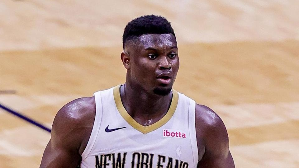 Zion Williamson looks up with ball in hand
