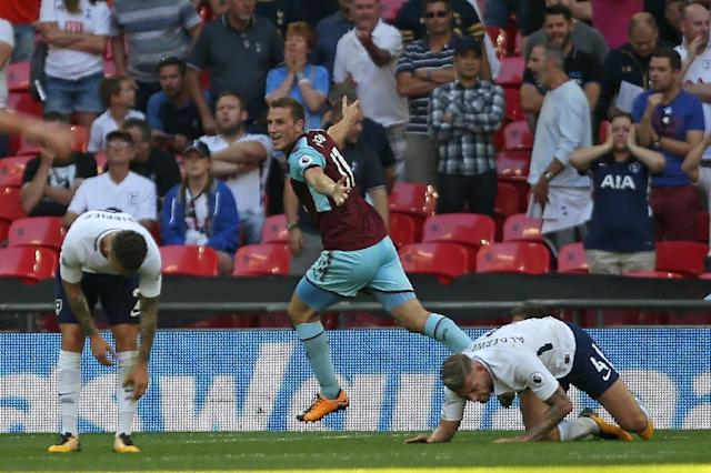 Burnley's New Zealand striker Chris Wood celebrates after scoring a late equalizer against Tottenham Hotspur (AFP Photo/Daniel Leal-Olivas)