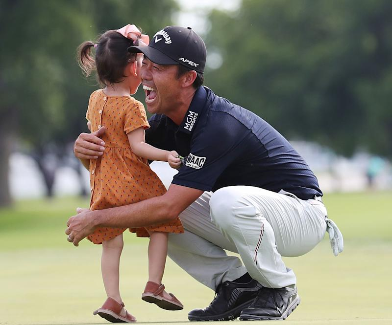Na celebrates with his daughter, Sophia, on the 18th green after winning his third career PGA Tour title.