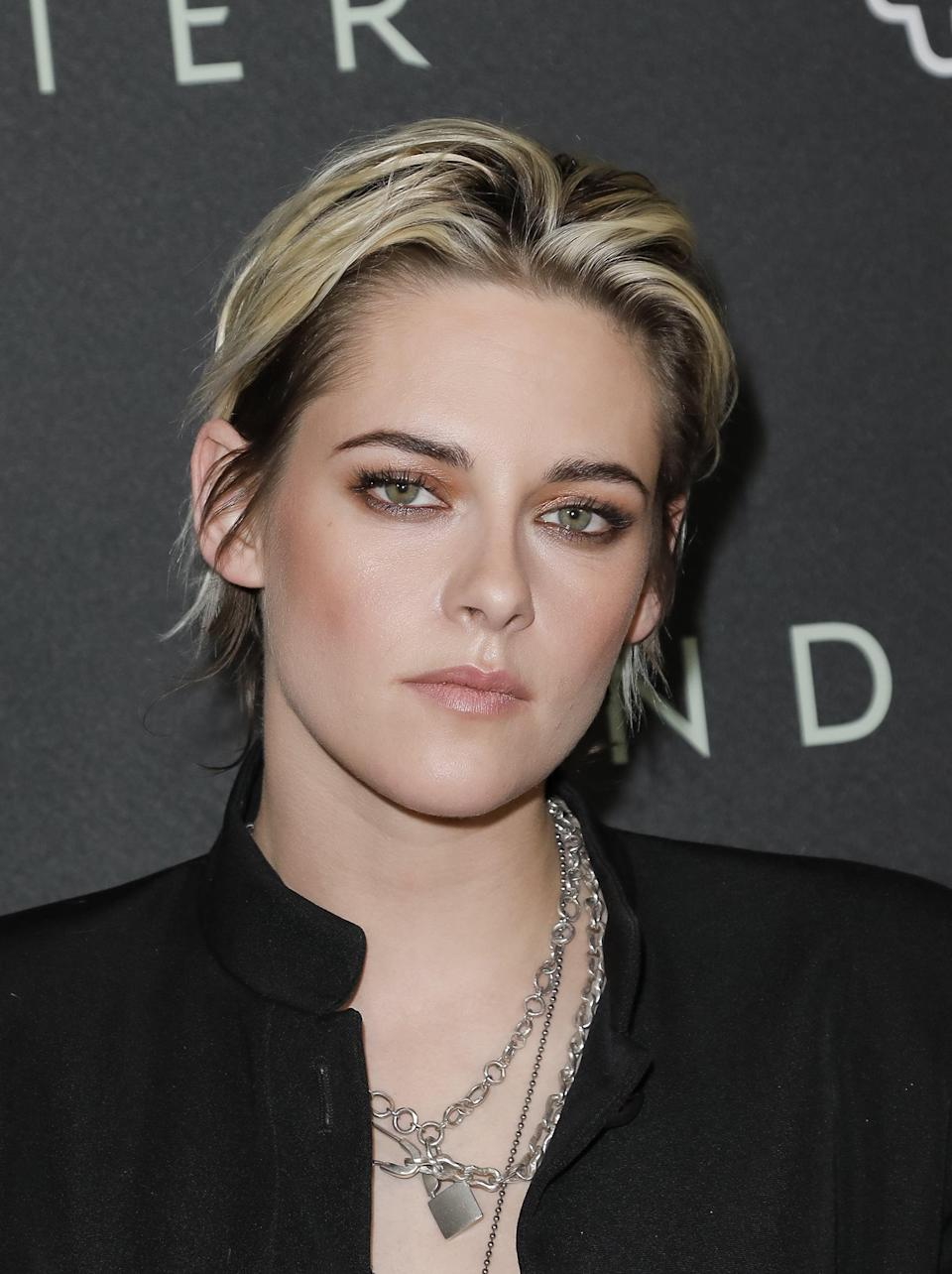 LOS ANGELES, CALIFORNIA - JANUARY 07: Kristen Stewart attends a special fan screening of 20th Century Fox's