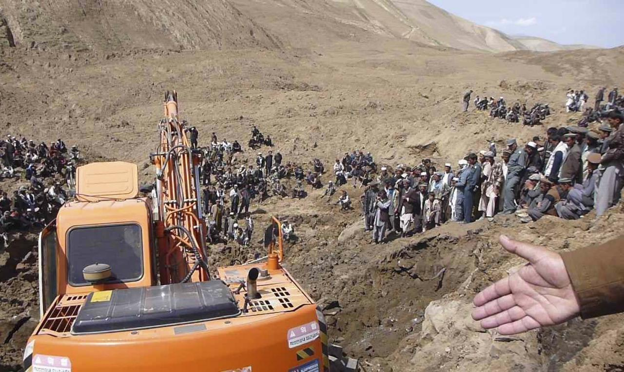 An excavator digs at the site of a landslide at the Argo district in Badakhshan province, May 3, 2014. Afghan officials gave up hope on Saturday of finding any survivors from a landslide in the remote northeast, putting the death toll at more than 2,100, as the aid effort focused on the more than 4,000 people displaced. Officials expressed concern the unstable hillside above the site of the disaster may cave in again, threatening the thousands of homeless and hundreds of rescue workers who have arrived in Badakhshan province, bordering Tajikistan. REUTERS/Stringer (AFGHANISTAN - Tags: DISASTER ENVIRONMENT)
