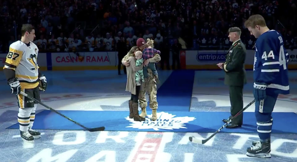 Cpl Jeremy Hillson and his family provided hockey fans across Canada with a beautiful moment on <span>Canadian Armed Forces Appreciation Night at Scotiabank Arena.</span> (Sportsnet//Twitter)