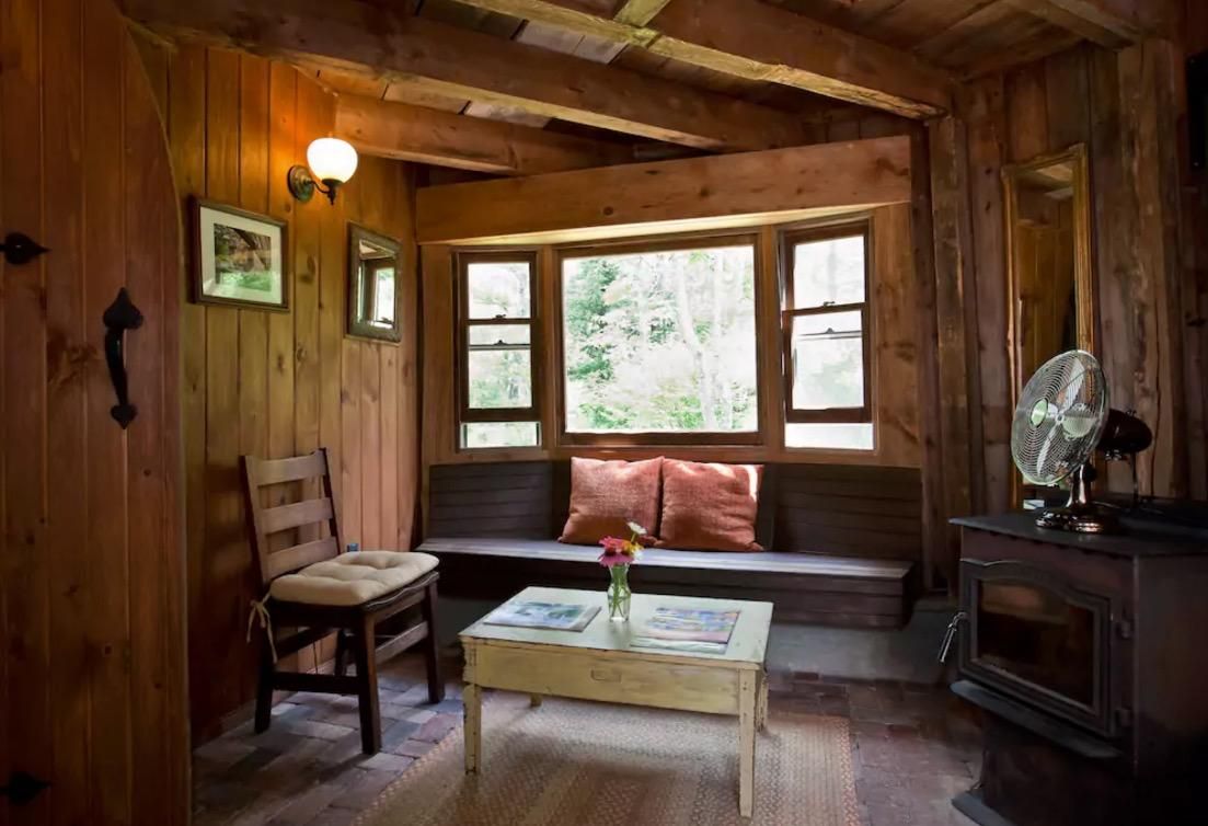 <p>The living room is perfect for enjoying some time with, well, no one.<br />(Airbnb) </p>