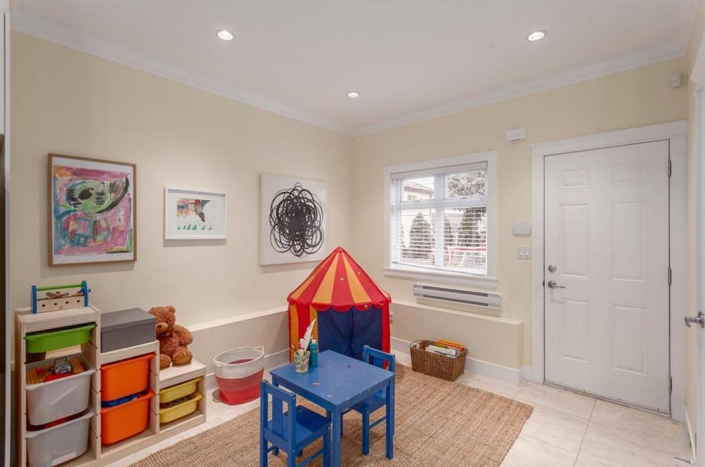 "<p><a rel=""nofollow"">5512 Dundee St., Vancouver, B.C.</a><br /> There's lots of space for entertaining, or for kids to play.<br /> (Photo: Zoocasa) </p>"