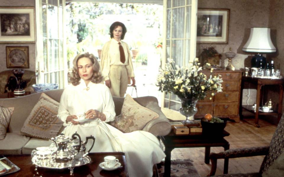 Faye Dunaway and Sarah Miles in Ordeal by Innocence - Photo 12/Alamy