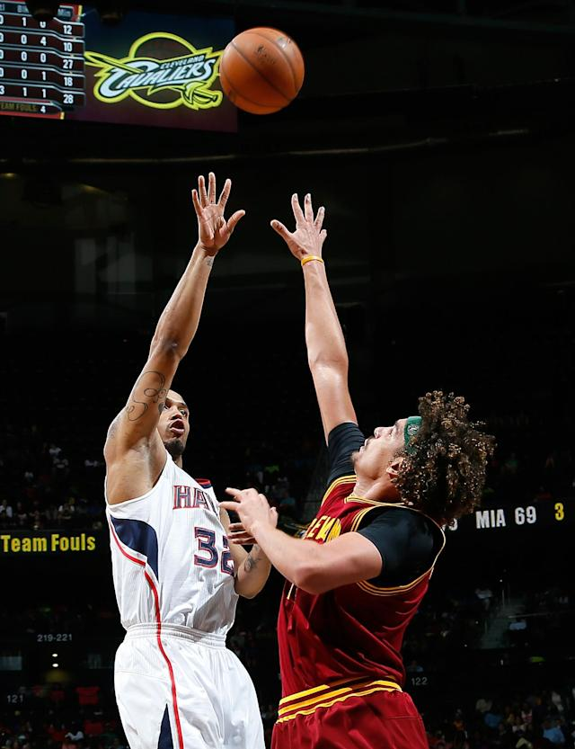 ATLANTA, GA - APRIL 04: Mike Scott #32 of the Atlanta Hawks shoots over Anderson Varejao #17 of the Cleveland Cavaliers at Philips Arena on April 4, 2014 in Atlanta, Georgia. (Photo by Kevin C. Cox/Getty Images)