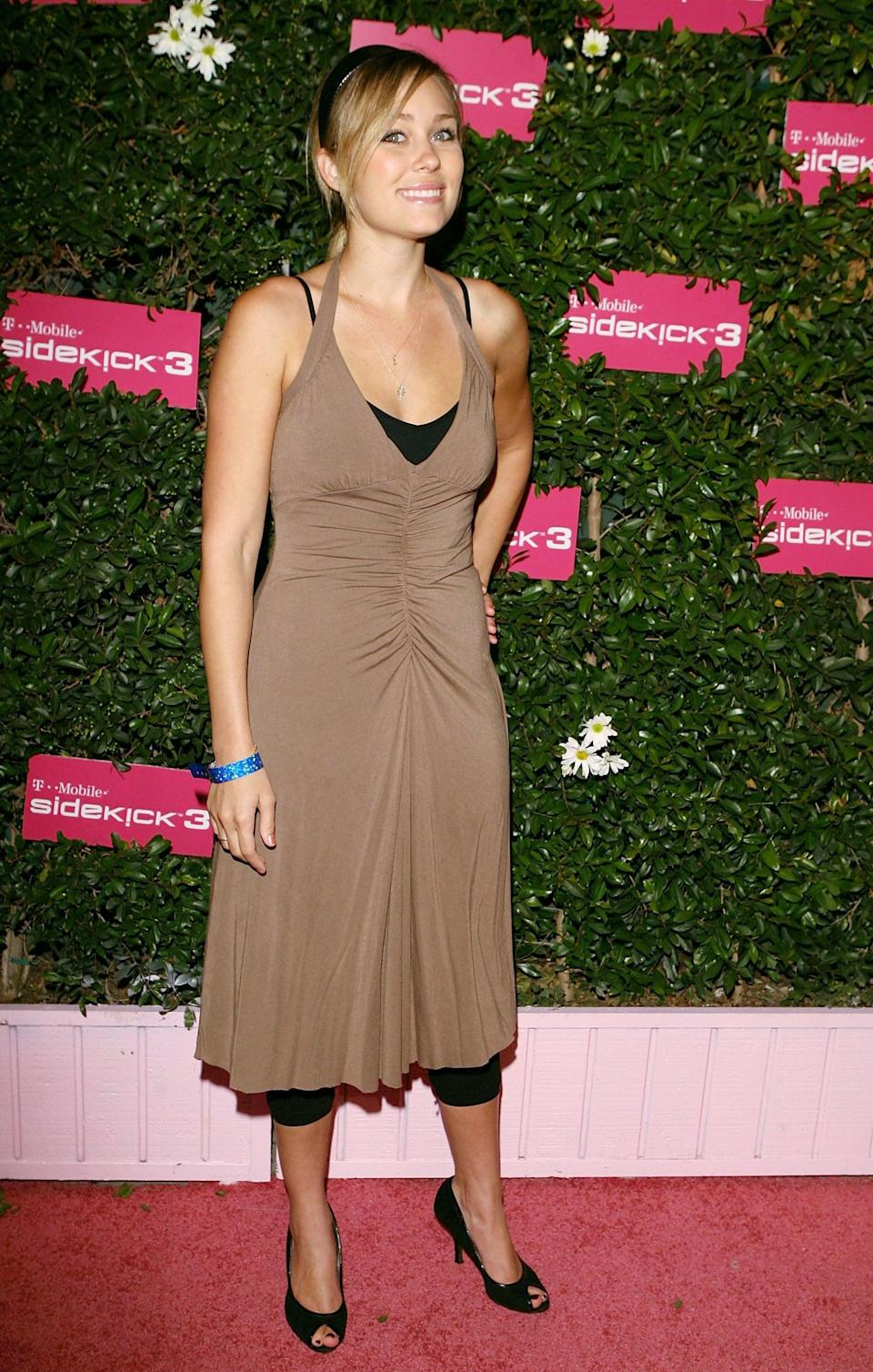 <p>We don't think Lauren's long dress <em>needed</em> leggings underneath, but that's the 2000s for you.</p>