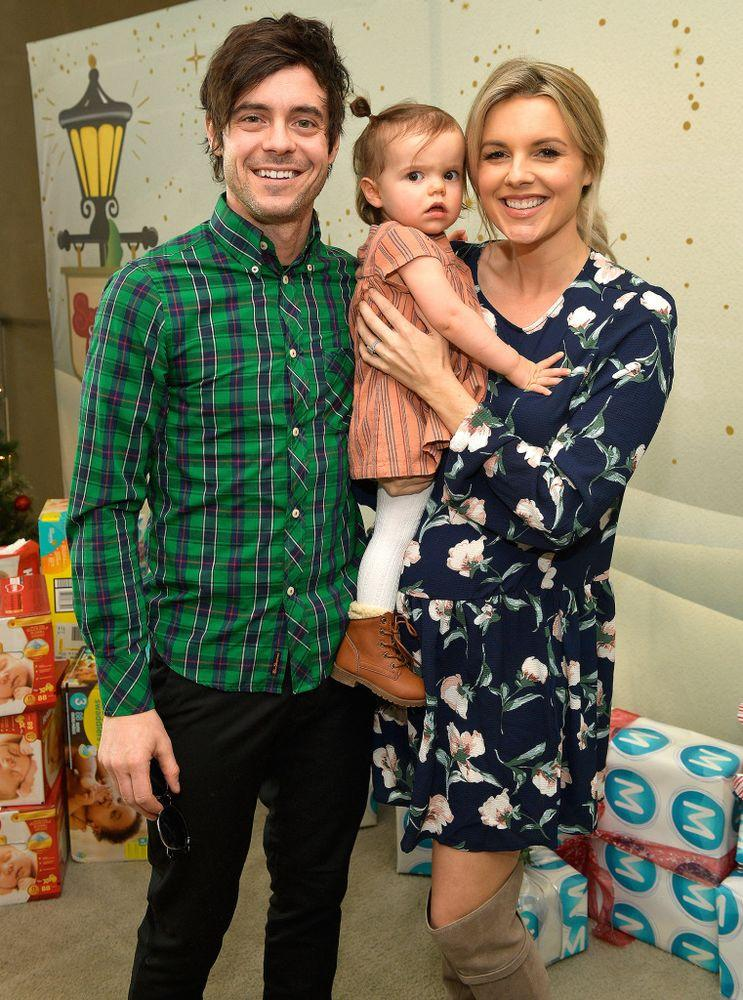 Kevin Manno, Ali Fedotowky-Manno and daughter Molly