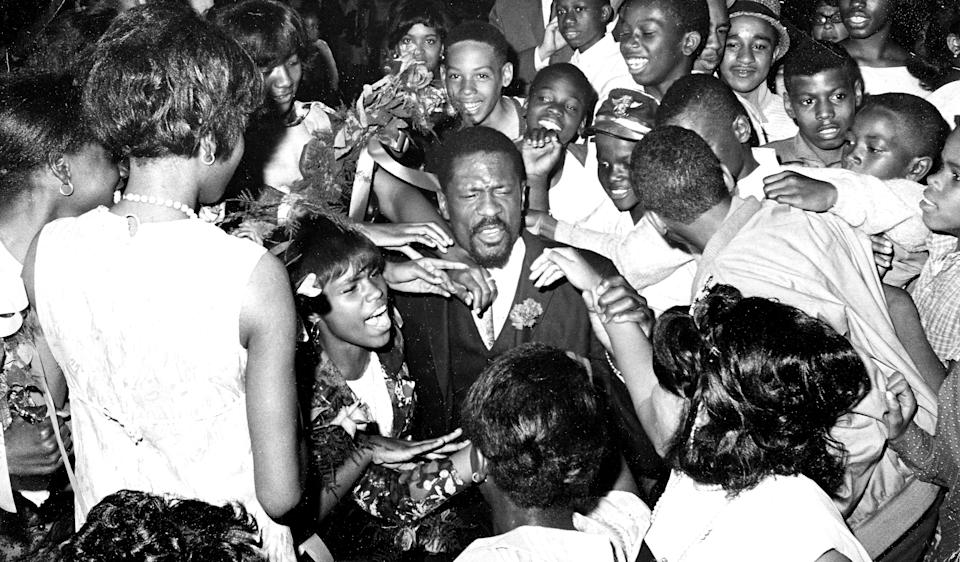 """Students swarm Bill Russell after he gave a speech at the Patrick T. Campbell Junior High School """"Freedom Graduation"""" in the Roxbury neighborhood of Boston. (Frank O'Brien/The Boston Globe via Getty Images)"""