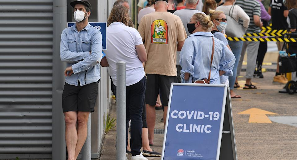 A large crowd lines up at a Covid-19 testing clinic.