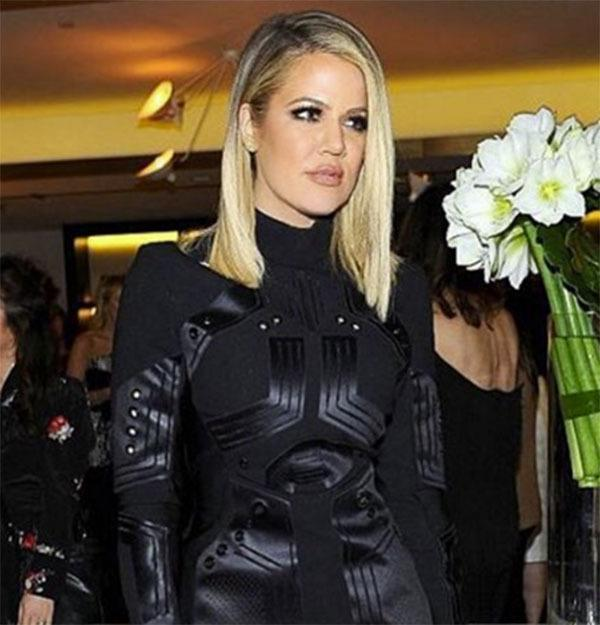 <br>Until now! Khloe has chopped her long locks off into a chic wavy lob.