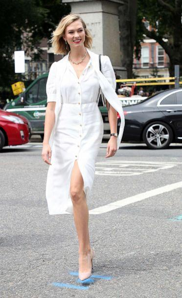 PHOTO:Karlie Kloss arrives at Vogue House for the Vogue August Issue Live Signing, July 17, 2019, in London. (Neil Mockford/GC Images)