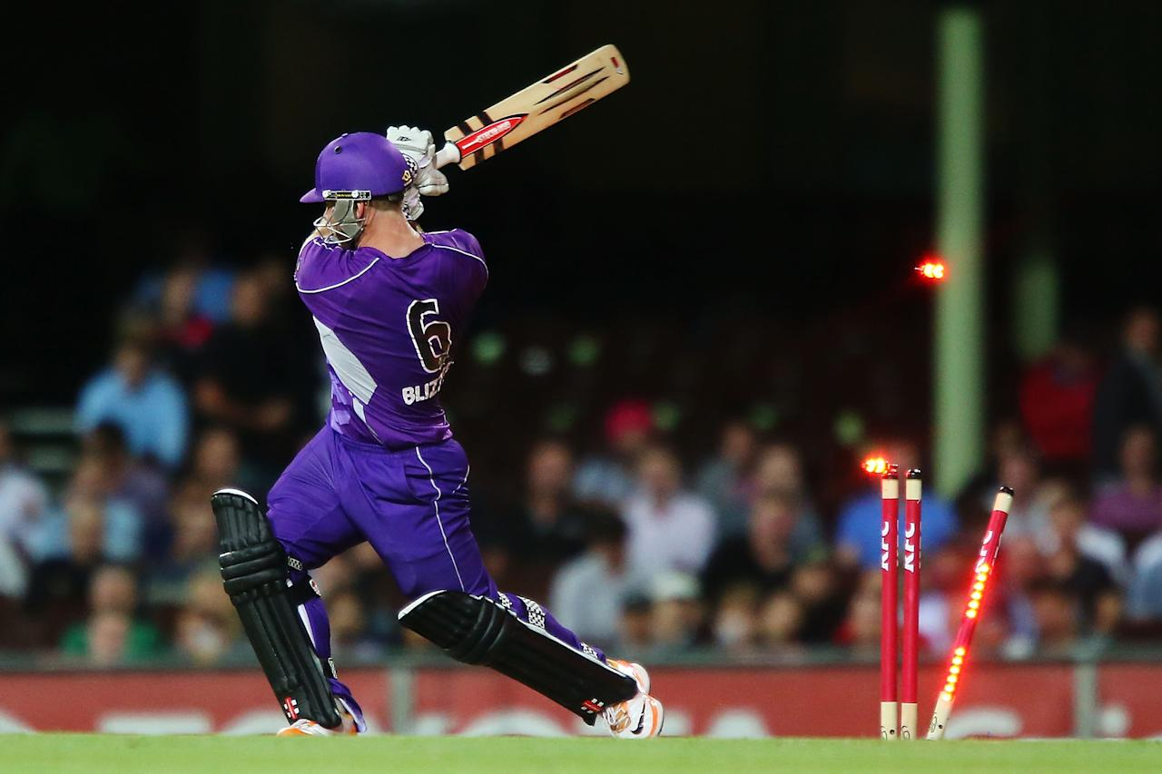 SYDNEY, AUSTRALIA - DECEMBER 26:  Aiden Blizzard of the Hurricanes is bowled by Luke Feldman of the Sixers during the Big Bash League match between the Sydney Sixers and the Hobart Hurricanes at SCG on December 26, 2012 in Sydney, Australia.  (Photo by Brendon Thorne/Getty Images)